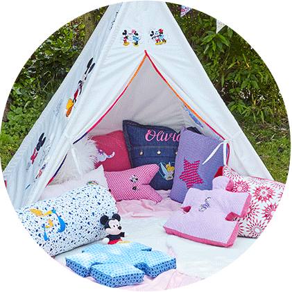 White children's tent and pillows embroidered with Disney designs