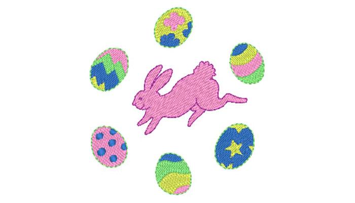 Розовый кролик в окружении разноцветных пасхальных яиц