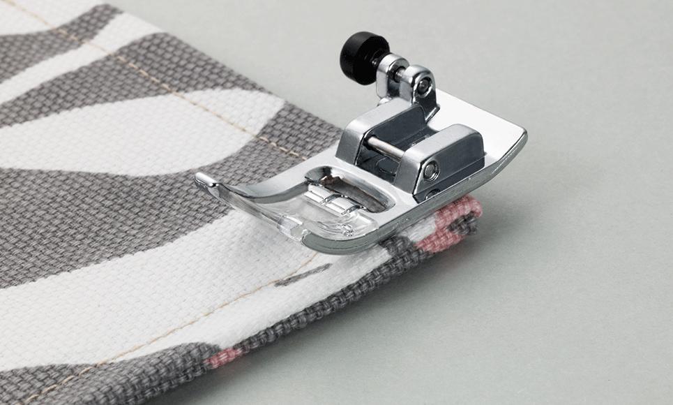 Pied zigzag (avec bouton de nivelage) F053